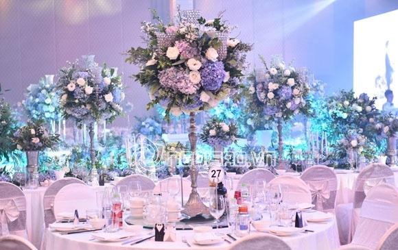 Cập nhật đám cưới Á hậu Tú Anh: Cô dâu xuất hiện xinh đẹp giữa không gian tiệc hoành tráng - Ảnh 15
