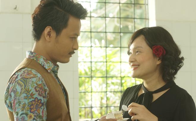 Lan Phương kể chuyện cho con bú ngay trên phim trường - Ảnh 2