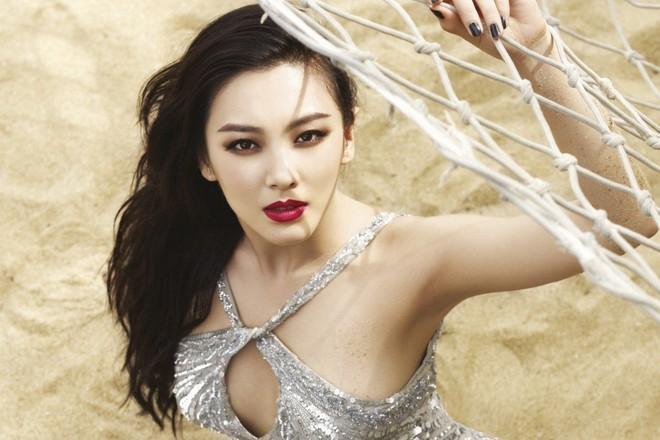 Nữ đại gia Trung Quốc vung tiền cho thời trang công sở xa xỉ - Ảnh 1