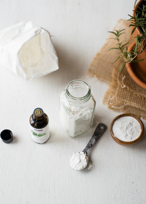 Bột dưỡng và dầu xịt giúp tóc xoăn, khô trở nên bồng bềnh, bóng khỏe - Ảnh 1