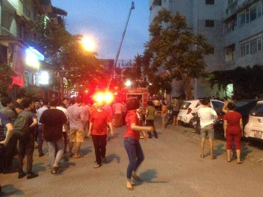 Cháy tòa nhà 23 tầng ở Hà Nội, hàng trăm cư dân bỏ chạy tán loạn - Ảnh 2