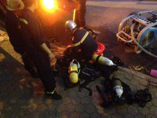 Cháy tòa nhà 23 tầng ở Hà Nội, hàng trăm cư dân bỏ chạy tán loạn - Ảnh 4