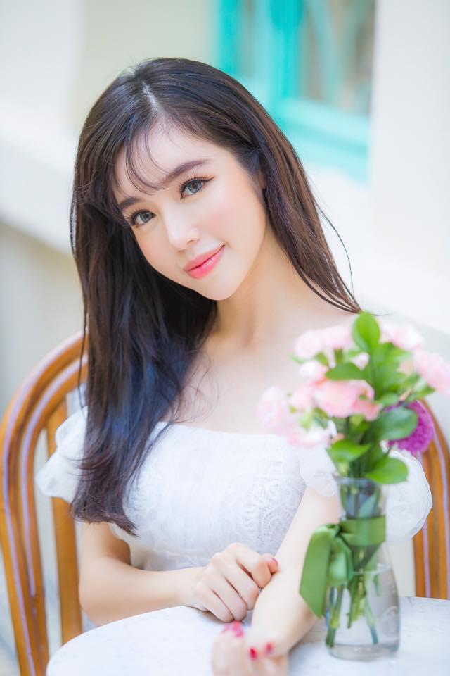 Elly Trần nổi loạn khoe eo 54cm, ngực khủng cỡ này, Ngọc Trinh có là gì - Ảnh 2