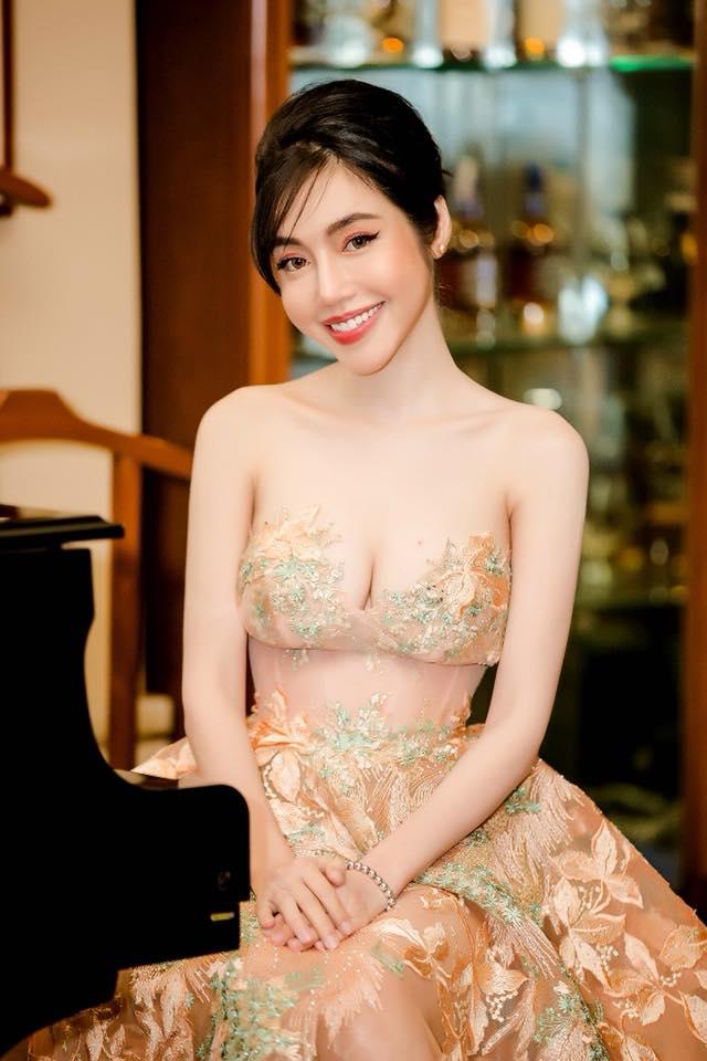 Elly Trần nổi loạn khoe eo 54cm, ngực khủng cỡ này, Ngọc Trinh có là gì - Ảnh 11