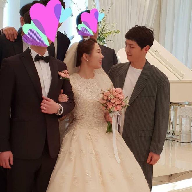 Song Joong Ki ăn diện bảnh bao, chạy show đám cưới mà không có Song Hye Kyo - Ảnh 4