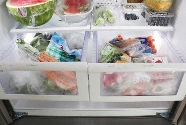 Cho cốc nước và đồng xu vào tủ lạnh qua đêm, sáng ra cả nhà 'tròn mắt' xem điều lạ - Ảnh 4