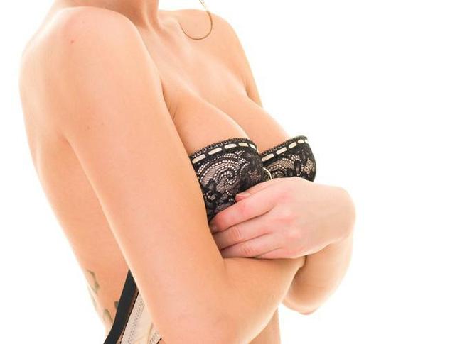 11 thói quen xấu làm hỏng bộ ngực của bạn một cách nhanh chóng - Ảnh 10