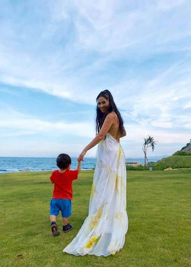 Sau 3 năm úp mở, 'Bé Gấu' - con trai Thu Minh lần đầu lộ diện rõ mặt, lớn phổng phao khi đi diễn cùng mẹ - Ảnh 8