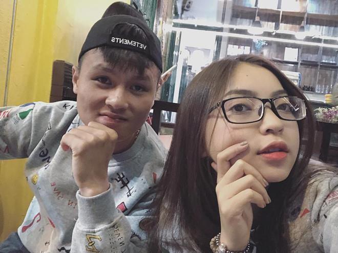 3 nàng 'cựu WAGs' hậu chia tay thủ Việt bị soi có tình mới: Gia thế siêu khủng lại còn đẹp trai - Ảnh 1