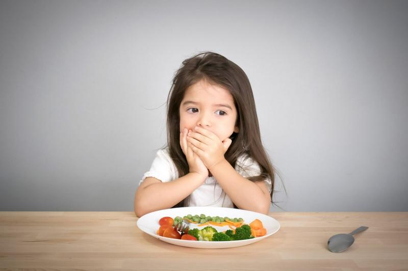 Cha mẹ thông thái học cách hiểu ngôn ngữ của trẻ trên bàn ăn qua 5 dấu hiệu này - Ảnh 1