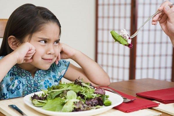 Cha mẹ thông thái học cách hiểu ngôn ngữ của trẻ trên bàn ăn qua 5 dấu hiệu này - Ảnh 4