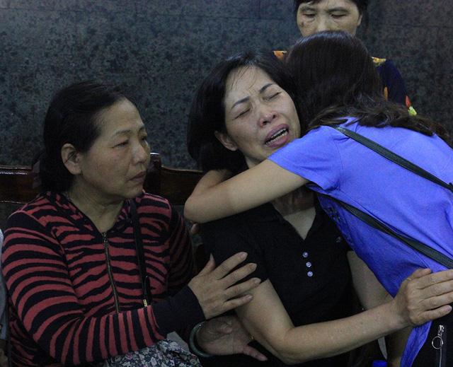 Khoảnh khắc xúc động giữa 2 người mẹ có con gái hiến giác mạc - Ảnh 2