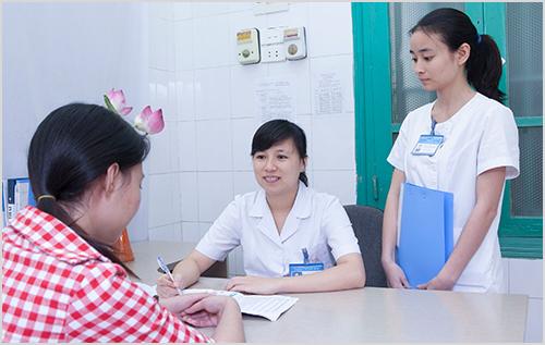 Thăm khám kịp thời khi biết mình bị nhiễm khuẩn sau sinh