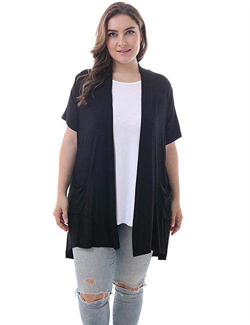 Mix áo cardigan dáng dài với áo phông và quần jeans rách cá tính