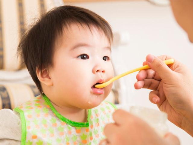 Mách mẹ công thức nấu bột ăn dặm cho trẻ vừa ngon lại đầy đủ chất dinh dưỡng - Ảnh 1