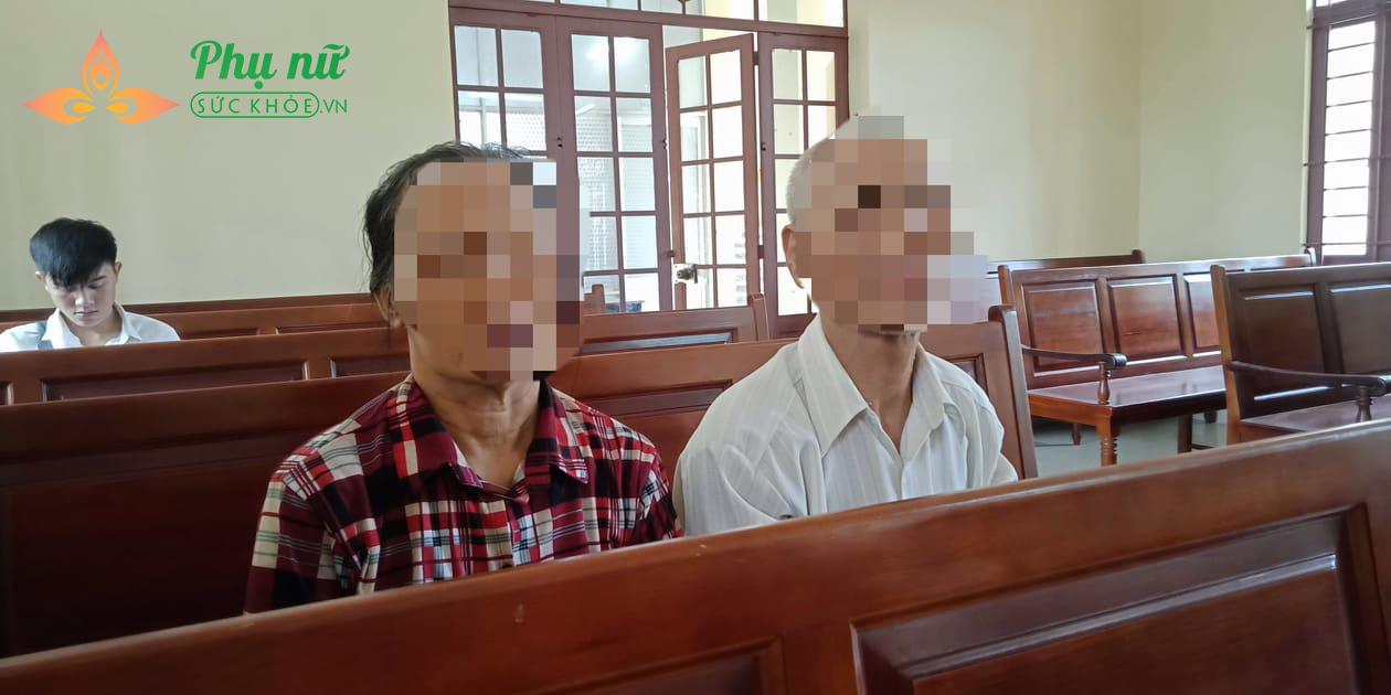 Cô gái khóc thảm thiết xin tha thứ khi bị cha mẹ kiện ra tòa - Ảnh 1