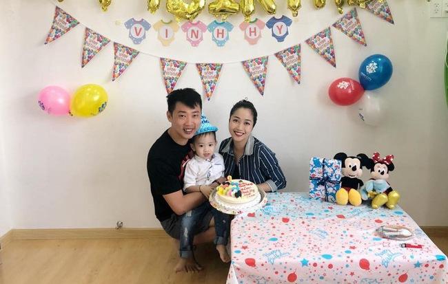 Bận chạy show ngày Tết, Ốc Thanh Vân vẫn tranh thủ tổ chức sinh nhật cho con trai yêu - Ảnh 1