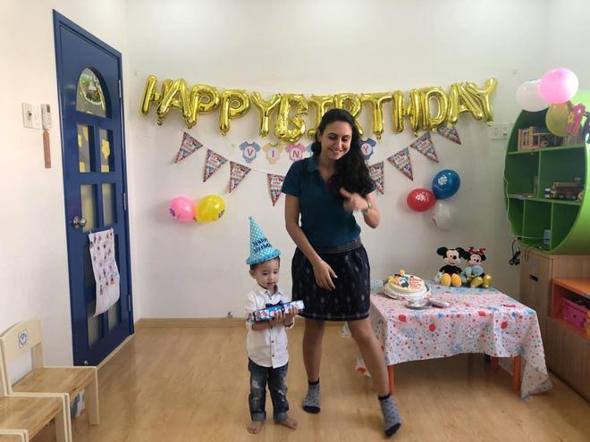 Bận chạy show ngày Tết, Ốc Thanh Vân vẫn tranh thủ tổ chức sinh nhật cho con trai yêu - Ảnh 7