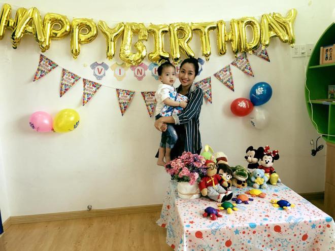 Bận chạy show ngày Tết, Ốc Thanh Vân vẫn tranh thủ tổ chức sinh nhật cho con trai yêu - Ảnh 8