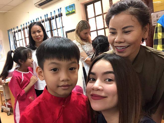 Hồ Ngọc Hà hạnh phúc khoe ảnh cùng mẹ tới trường con trai Subeo - Ảnh 2