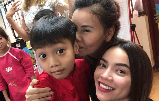 Hồ Ngọc Hà hạnh phúc khoe ảnh cùng mẹ tới trường con trai Subeo - Ảnh 1