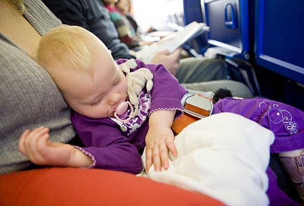 Trẻ 3 tháng đi máy bay có an toàn? - Ảnh 1