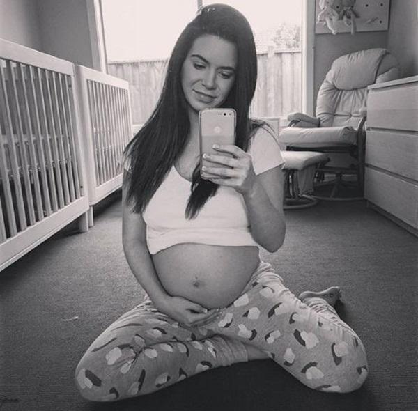 Cô gãi mãn kinh ở tuổi 23 vỡ òa hạnh phúc khi bất ngờ mang thai đôi - Ảnh 2