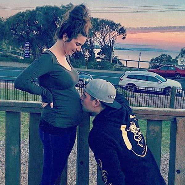 Cô gãi mãn kinh ở tuổi 23 vỡ òa hạnh phúc khi bất ngờ mang thai đôi - Ảnh 1