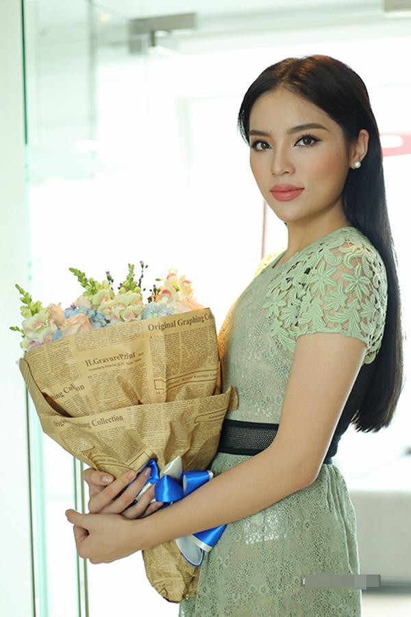 Đâu chỉ tân Hoa hậu Đại dương, sao Việt cũng có những chiếc 'môi tều' khó hiểu như thế này! - Ảnh 3