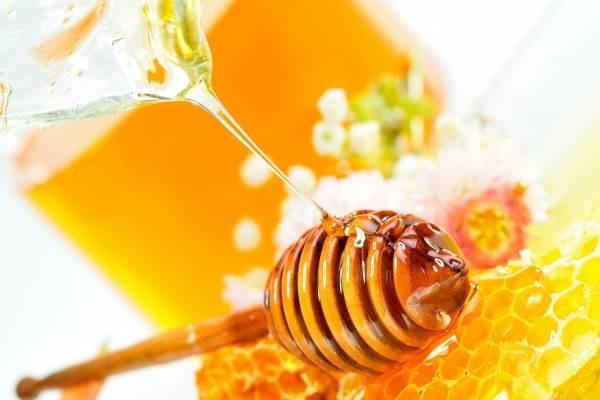 Làm đẹp da mặt sau sinh bằng mật ong rất hiệu quả