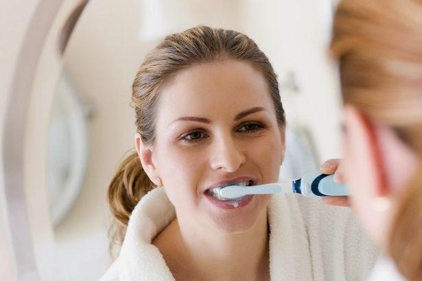 Đánh răng là cách làm đẹp răng tự nhiên đơn giản nhất