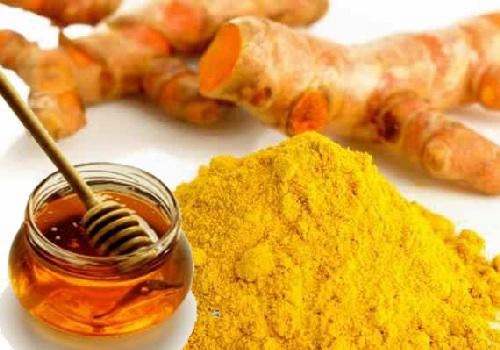 Làm đẹp sau sinh với nghệ và mật ong có thể dùng để uống, bôi, đắp mặt nạ hiệu quả