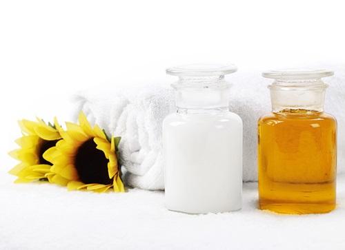 Học lỏm <a target='_blank' href='https://www.phunuvagiadinh.vn/bi-quyet-lam-dep.topic'>bí quyết làm đẹp</a> với dầu oliu và sữa tươi đơn giản tại nhà