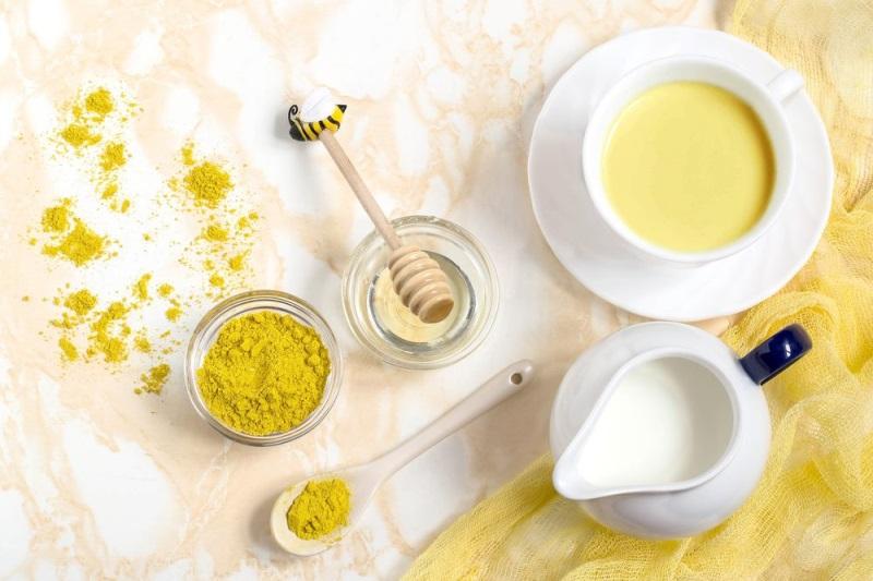 Làm sao có thể bỏ qua cách làm đẹp với dầu oliu và sữa tươi, và nghệ chăm sóc toàn diện cho da