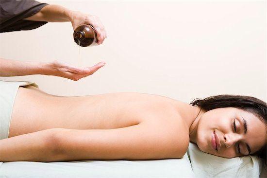 Mát-xa cải thiện làn da sần sùi, thâm xấu xí của vòng 3 hiệu quả