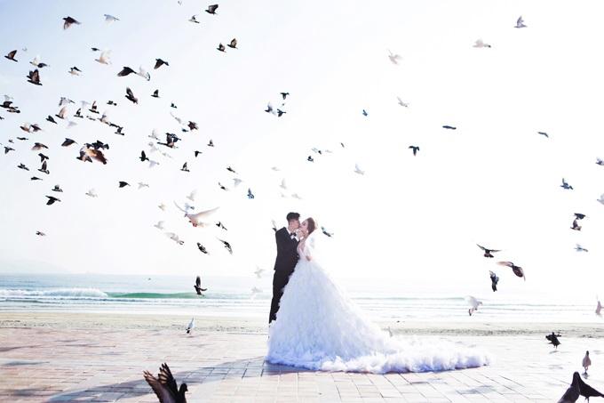Ngắm trọn vẹn bộ ảnh cưới đẹp như mơ của Lâm Khánh Chi và chồng trên biển  - Ảnh 10
