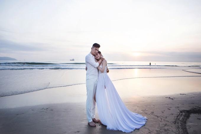 Ngắm trọn vẹn bộ ảnh cưới đẹp như mơ của Lâm Khánh Chi và chồng trên biển  - Ảnh 2