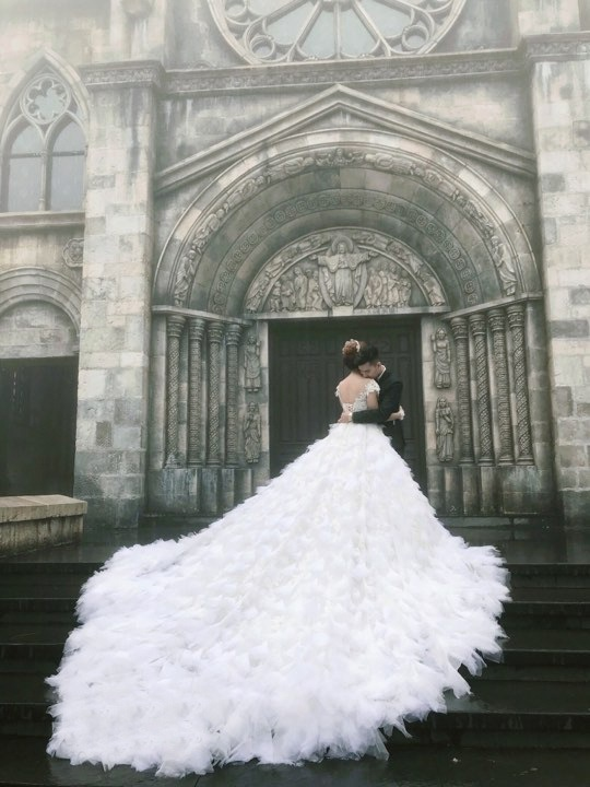 Lâm Khánh Chi bật mí về đám cưới siêu khủng: 'Váy cưới của tôi hoành tráng lắm, có 1-0-2 tại Việt Nam' - Ảnh 2