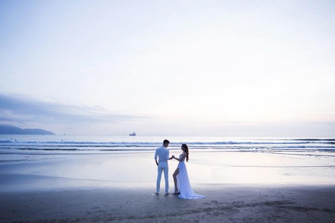 Ngắm trọn vẹn bộ ảnh cưới đẹp như mơ của Lâm Khánh Chi và chồng trên biển  - Ảnh 3