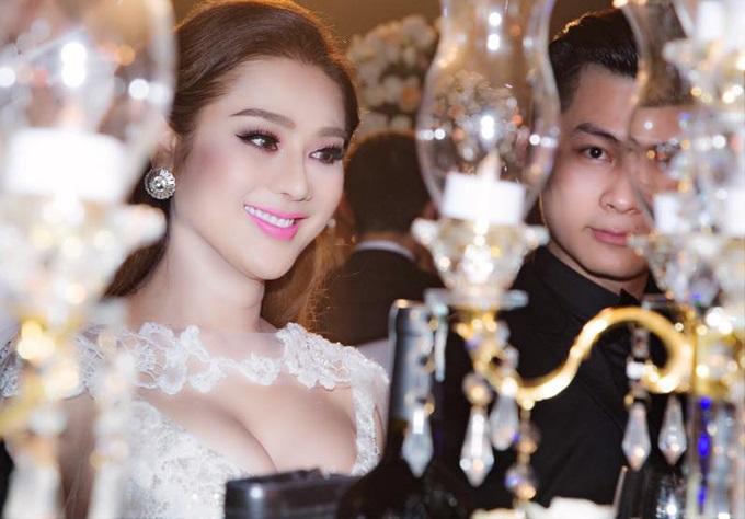 Ca sĩ chuyển giới Lâm Khánh Chi đẹp 'vượt mặt' cô dâu khi tham dự lễ cưới chồng cũ Phi Thanh Vân - Ảnh 4