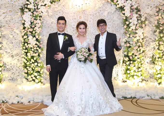 Ca sĩ chuyển giới Lâm Khánh Chi đẹp 'vượt mặt' cô dâu khi tham dự lễ cưới chồng cũ Phi Thanh Vân - Ảnh 6