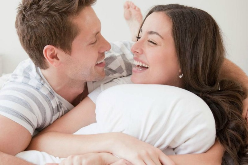 Làm thế nào để vợ chồng có được đời sống tình dục viên mãn dù đã sống với nhau nhiều năm? - Ảnh 1