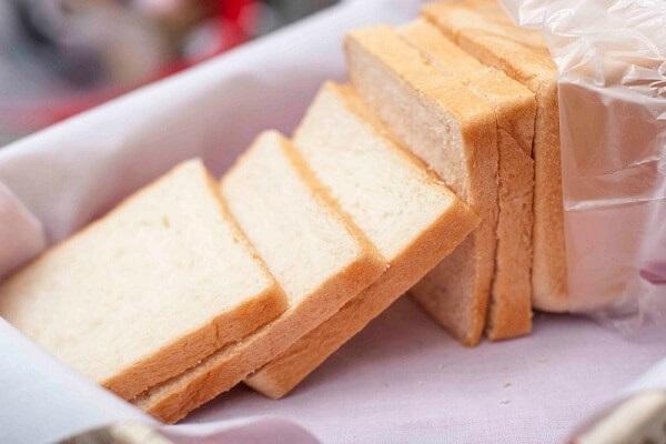 Chỉ với 1 chiếc bánh mì bạn đã có thể tẩy sạch cao răng hiệu quả như đến nha khoa - Ảnh 1