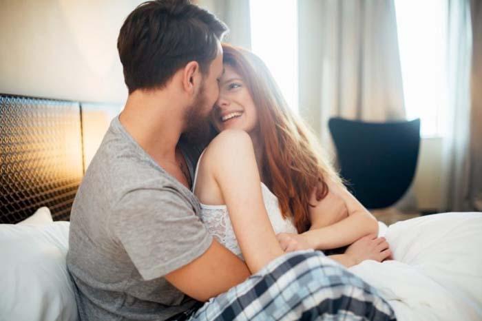 Những hành động vô cùng nhỏ khi trên giường lại chứng tỏ đàn ông yêu thật lòng, bạn là người phụ nữ vô cùng may mắn! - Ảnh 2