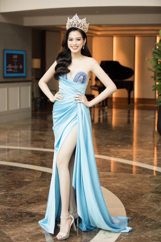 Sao Việt 24h: Hoài Linh 'lên đồ' cực bảnh khiến fan choáng váng - Y Phụng lộ thân hình phát tướng, da ngăm đen khó nhận ra - Ảnh 4