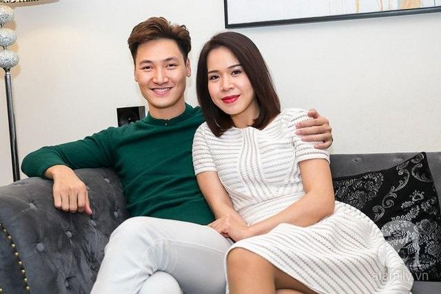 Những người vợ vừa xinh vừa giỏi làm hậu phương vững chắc cho các nam diễn viên điển trai Việt - Ảnh 13