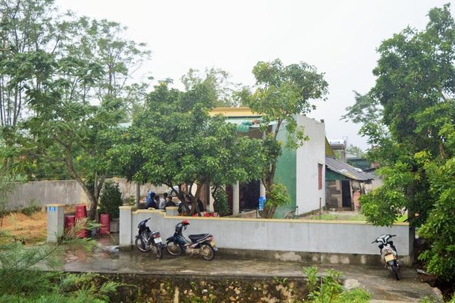 Lao động Việt tử nạn tại Đài Loan: Cha mẹ gào khóc trước bàn thờ, đau đớn nhớ thương con - Ảnh 1