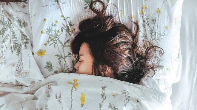 Siêu mẫu Jodie Kidd và cuộc thử nghiệm thức khuya: Chỉ trong 5 ngày mà da bị tàn phá khủng khiếp - Ảnh 5