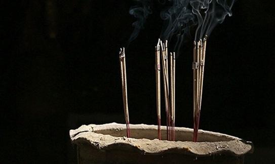 Chớ dại làm điều này khi lau dọn bàn thờ nếu không muốn rước vận xui vào nhà - Ảnh 2