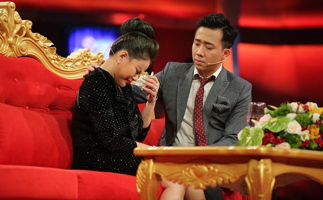 Duy Phương khóc nghẹn tố Lê Giang nói dối: 'Ba Giang mất không có tiền mua hòm, tôi còn phải bán đèn quảng cáo để giúp' - Ảnh 1